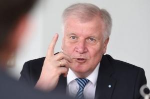 გერმანიის შს მინისტრი არალეგალი მიგრანტების გაძევების დაჩქარებას ითხოვს