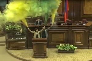 სომხეთის პრემიერ-მინისტრად სარგსიანის შესაძლო დანიშვნა პარლამენტში გააპროტესტეს