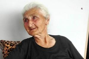 86 წლის სირანა ბარბაქაძე რამდენიმე თვეა ცდილობს დაამტკიცოს რომ ცოცხალია