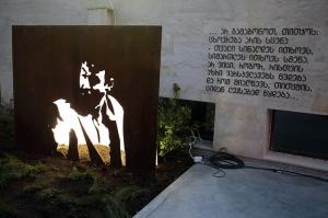 თბილისში ნიკო გომელაურის მონუმენტი დააზიანეს