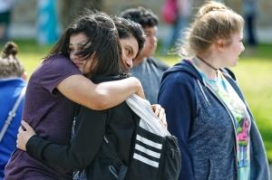 ტეხასში, სანტა-ფეს სკოლაში სროლის შედეგად 10 ადამიანი დაიღუპა