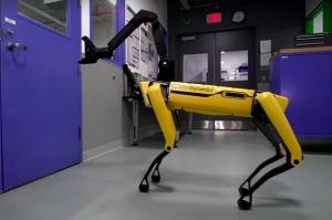 ამერიკულმა რობოტმა ძაღლმა კარის გაღება ისწავლა