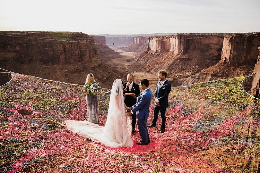 კალიფორნიელმა წყვილმა ქორწილი კანიონებში გადაიხადა