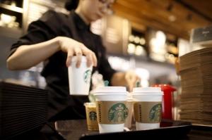 Starbucks რასობრივი სკანდალის გამო8000 მაღაზიას დაკეტავს