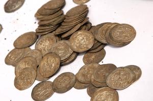პეტრას ციხეზე უძველესი საბრძოლო იარაღები და 95 ვერცხლის მონეტა აღმოაჩინეს