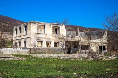 ერედვში რუსეთის დაფინანსებით დევნილი მოსახლეობის სახლებს ანგრევენ - პრეზიდენტი