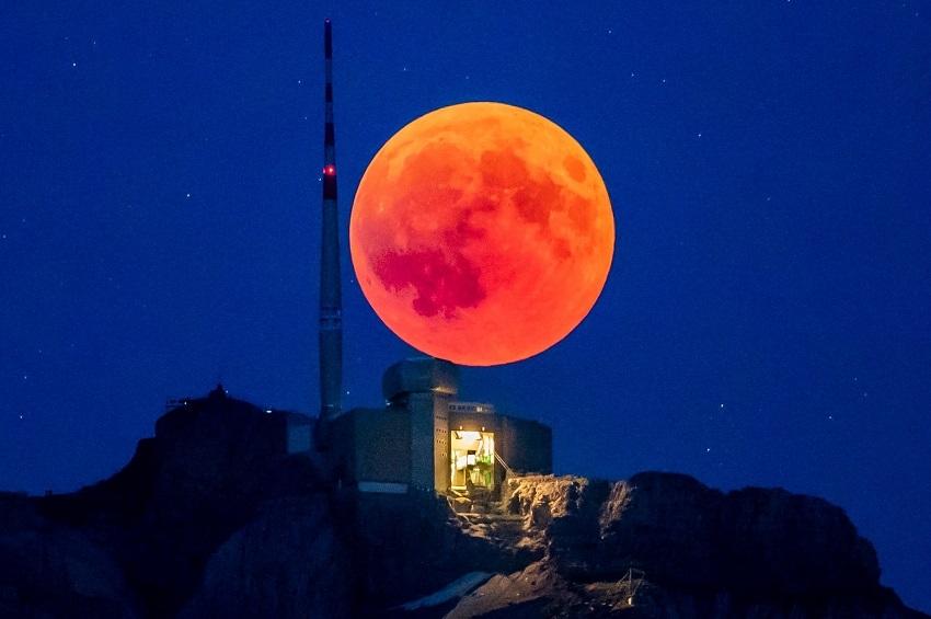 მთვარის სრული დაბნელება მსოფლიოს სხვადასხვა ადგილიდან - The Guardian