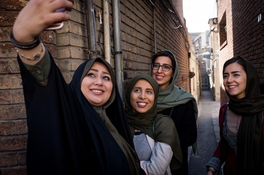 თანამედროვე ირანის ყოველდღიურობა ფრანგი ფოტოგრაფის ობიექტივში
