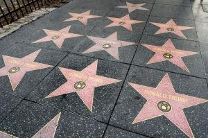 ტრამპის დაზიანებული ვარსკვლავის ადგილას რამდენიმე ვარსკვლავი გაჩნდა