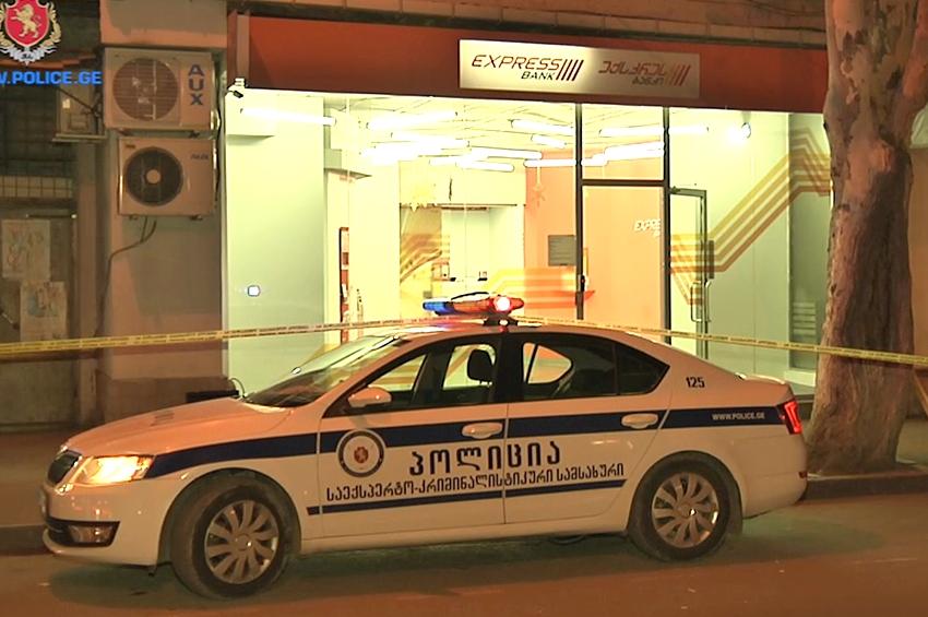 """ქუთაისში """"საქართველოს ბანკი"""" დააყაჩაღეს - დაჭრილია ბანკის დაცვის თანამშრომე ..."""