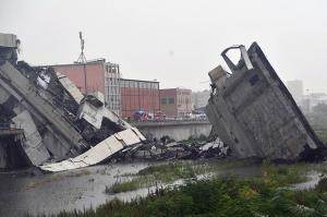 იტალიის ქალაქ გენუაში ხიდის ჩანგრევის შედეგად ხალხი დაიღუპა