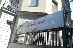 თბილისში სავარაუდოდ კლუბური ნარკოტიკით მამაკაცი გარდაიცვალა, მისი ძმა მძიმე მდგომარეობაშია