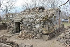 თეთრიწყროში X საუკუნის ეკლესია და სამარხები დააზიანეს