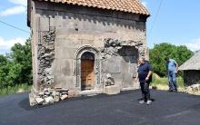 ახალციხეში ეკლესიის გარშემო დაგებული ასფალტი აიღეს