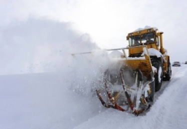 თოვლისა და ქარბუქის გამო გზებზე შეზღუდვები მოქმედებს