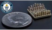 სომეხმა გინესის რეკორდსმენმა ყველაზე პატარა ზომის ჭადრაკის დაფა და ფიგურები დაამზადა