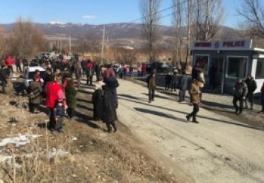 აქციის გასაშუქებლად მიმავალი ჟურნალისტები პოლიციამ სოფელ ქერეში არ შეუშვა